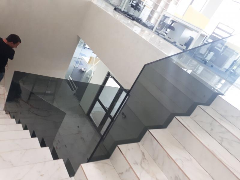 montare balustrada office center
