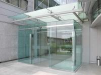Uși / Pereți mobili din sticlă